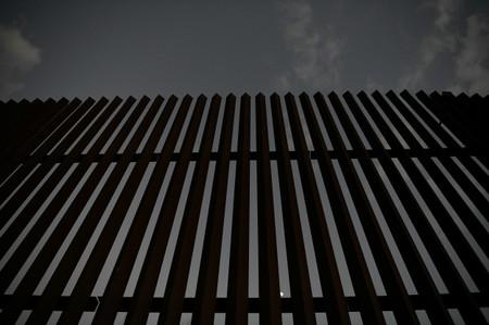 U.S.-Mexico border apprehensions fall again in September but remain high