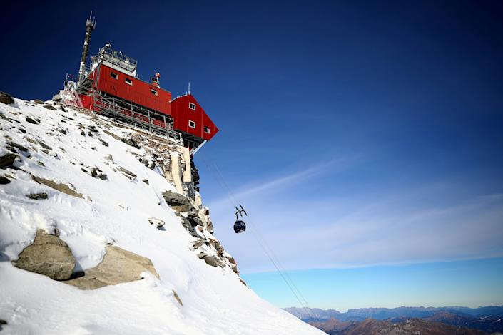 The cabin of a cable car makes its way uphill to the Sonnblick Observatory at 3,106 meters above sea level, in the Hohe Tauern mountain range near Rauris, Austria. (Photo: Lisi Niesner/Reuters)