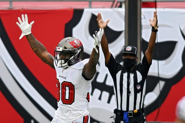 Brady throws for 5 TDs, Bucs rally to beat Chargers 38-31