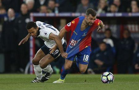 Britain Soccer Football - Crystal Palace v Tottenham Hotspur - Premier League - Selhurst Park - 26/4/17 Crystal Palace's James McArthur in action with Tottenham's Mousa Dembele Action Images via Reuters / Matthew Childs Livepic