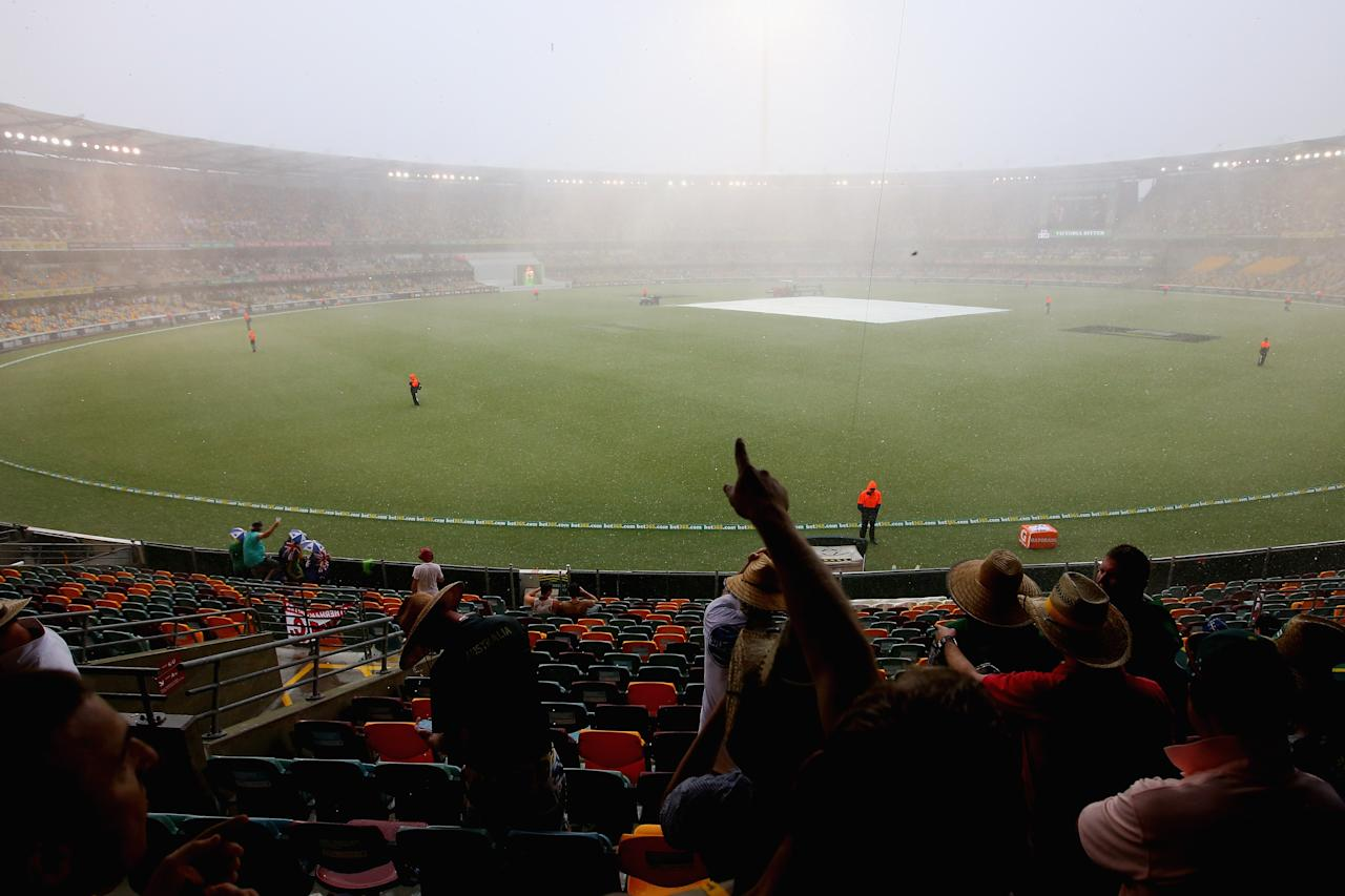 BRISBANE, AUSTRALIA - NOVEMBER 24:  Spectators watch as a hail storm hits suspending play during day four of the First Ashes Test match between Australia and England at The Gabba on November 24, 2013 in Brisbane, Australia.  (Photo by Chris Hyde/Getty Images)