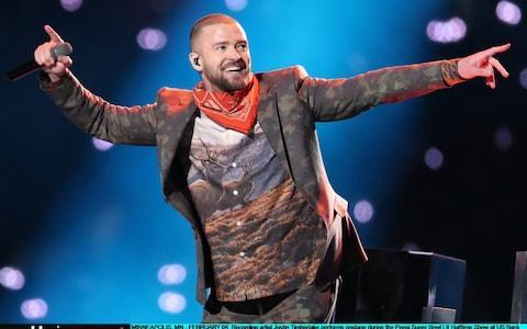 """· Philadelphia Eagles stun New England Patriots to land Super Bowl · Justin Timberlake reminds world why it fell in love with him · Selfie boy sets Internet alight during performance · Viewers complain that poor sound wrecks halftime show · Activists arrested during Super Bowl protest Justin Timberlake's performance was one of the most anticipated half-time shows in years - largely thanks to his role in Janet Jackson's nipplegate affair 14 years ago, when he ripped off a piece of her costume revealing rather too much. But the pop star put on a U-rated performance that at times underwhelmed and brought complaints from viewers of poor sound. The biggest cheer of his show came during a tribute to Prince - a son of Minneapolis, the city where the game was held - with Timberlake singing I Would Die For You as an image of the late pop star was projected beside him. In Pictures: Super Bowl 2018, New England Patriots vs Philadelphia Eagles An aerial shot showed the city turning purple while a bright corner as illuminated to show Prince's famous symbol. Timberlake also performed a medley of some of his most recognisable hits, including Filthy, SexyBack and Cry Me A River. His high-octane performance featured an orchestra, a large brass band and dancers. Some viewers at home, however, complained of poor sound, taking to Twitter to say they could not hear the singers' words. Others said the spectacle failed to live up to the excitement of his appearance with Janet Jackson, She had earlier quickly shot down rumours that she would appear. Jackson wrote on Twitter: """"To put to rest any speculation or rumours as to whether I will be performing at the Super Bowl tomorrow: I will not. """"Thank you for your support and I do look forward to seeing you all very soon."""" 4:49AM Solo trailer makes its debut Among the movie trailers that appeared tonight was one for the new Han Solo spinoff from the Star Wars universe. 4:06AM Hyundai ad features cancer survivors Hyundai is trying a stunt to ad"""
