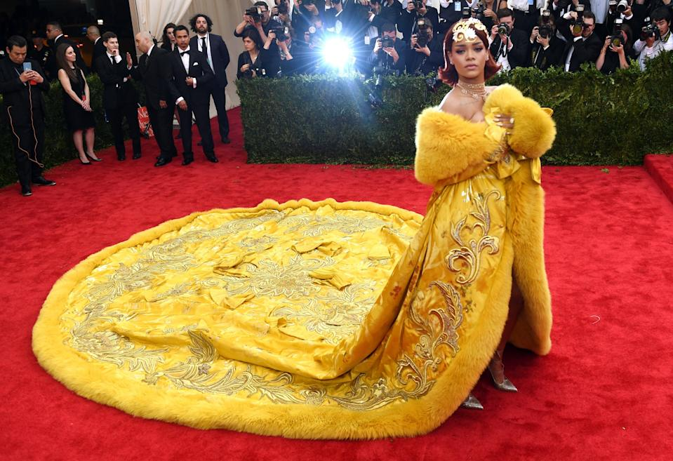 <p>Rihanna arrives at the 2015 Met Gala</p> (Getty)