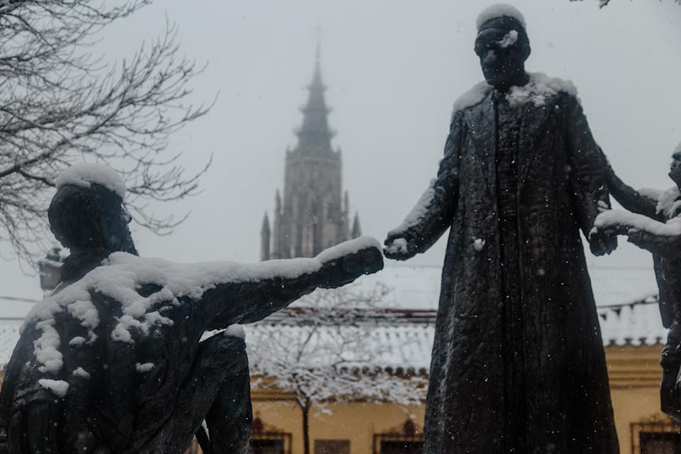 Un manto blanco cubre la ciudad de Toledo tras la nevada. (Photo by Mario Triviño/Europa Press via Getty Images)