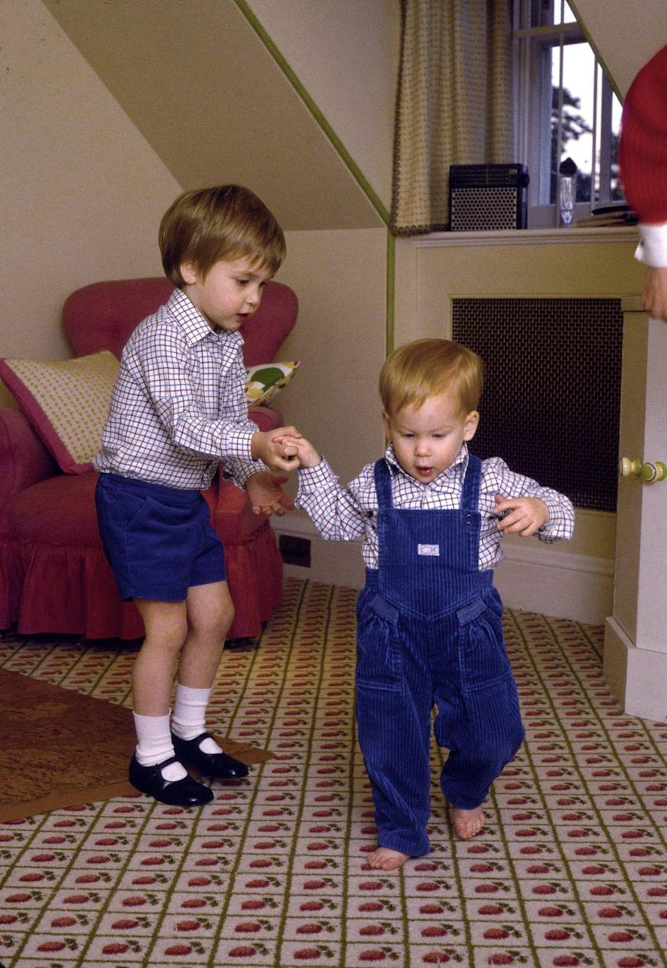 <p>Lending a helpful hand while Harry walks across some truly '80s carpet. </p>