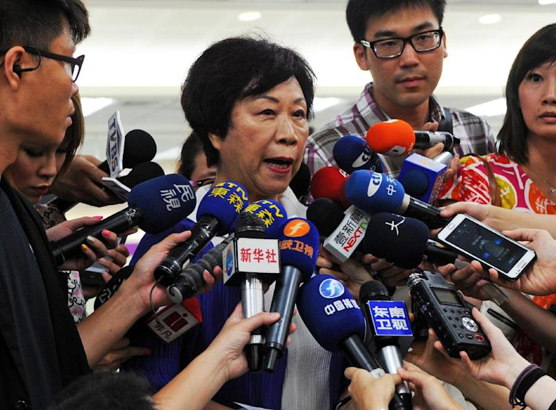 Sheng Ching (2nd left) -- the Director of Taiwan's Civil Aeronautics Administration -- speaks to reporters at the Sungshan airport in Taipei, on July 23, 2014