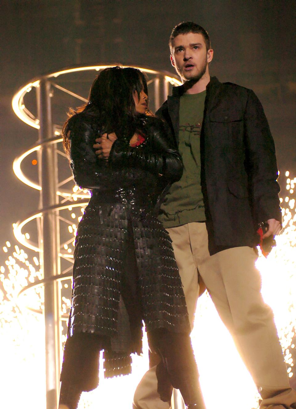 Janet Jackson and Justin Timberlake perform during the 2003 Super Bowl (Photo: KMazur via Getty Images)