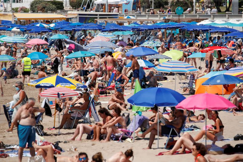 Drones monitor beach capacity in Sitges