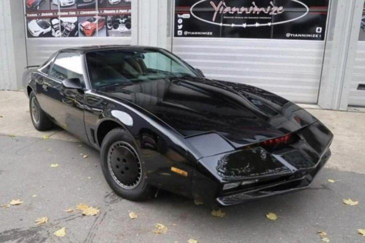 """Mobil Knight Industries Two Thousand alias """"K.I.T.T. dari serial televisi """"Knight Rider"""" (liveauctioneers.com)"""