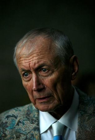 FILE PHOTO: Russian poet Yevgeny Yevtushenko visits the Yad Vashem Holocaust Memorial in Jerusalem November 15, 2007. REUTERS/Gil Cohen Magen/File Photo