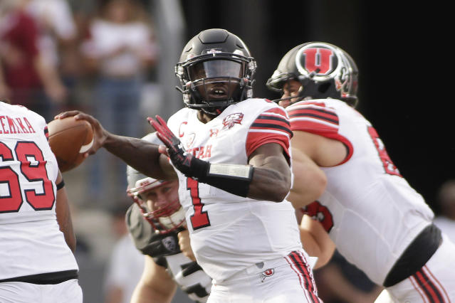 Utah quarterback Tyler Huntley (1) throws a pass during the first half of an NCAA college football game against Washington State in Pullman, Wash., Saturday, Sept. 29, 2018. (AP Photo/Young Kwak)