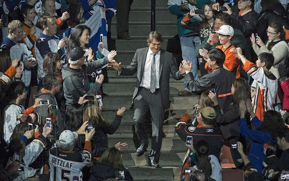 Teemu Selanne is welcomed by fans as he enters the arena for his banner raising ceremony at the Honda Center on Sunday Jan. 11, 2015, in Anaheim, Calif. The Ducks retired Selanne's number before the NHL hockey game Sunday against the Winnipeg Jets. (AP Photo/The Orange County Register, Michal Goulding )