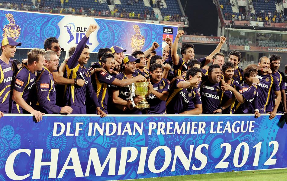 Kolkata Knight Riders celebrate after being awarded the DLF IPL Twenty20 Champions trophy after their victory against Chennai Super Kings in the final match at the M.A. Chidambaram Stadium in Chennai on May 27, 2012. AFP PHOTO/Dibyangshu SARKAR