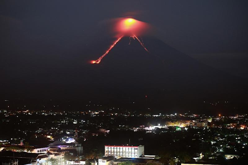 Mayon lava flow advances 3 kilometers from crater