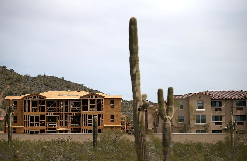 New homes under construction are seen in Phoenix, Arizona. (Photo: Justin Sullivan/Getty Images)