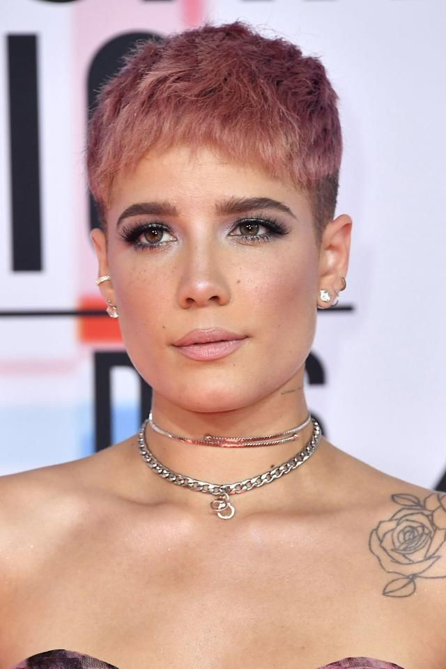 <p>Halsey proves that buzzcuts look totally beaut in rose gold. </p>
