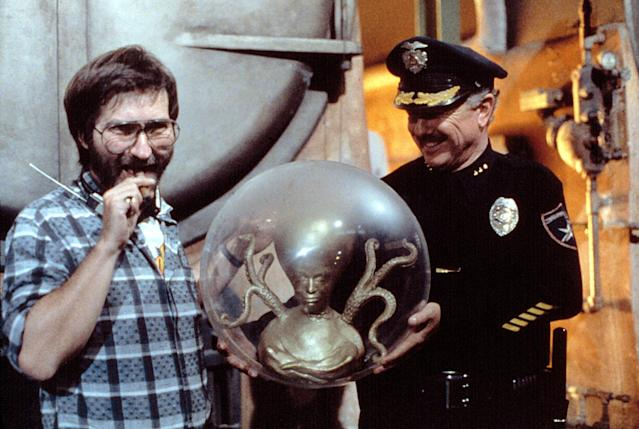 Director Tobe Hooper (left) on the set of <i>Invaders From Mars</i>, 1986. (Photo: Everett Collection)