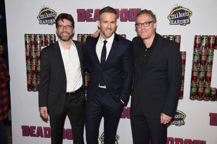 Deadpool writers Rhett Reese and Paul Wernick flank star Ryan Reynolds. (Photo: Nicholas Hunt/Getty Images)