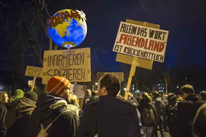 Left-wing protesters demonstrate against the PEGIDA movement in Dresden, Germany on December 15, 2014 (AFP Photo/Jens Schlueter)