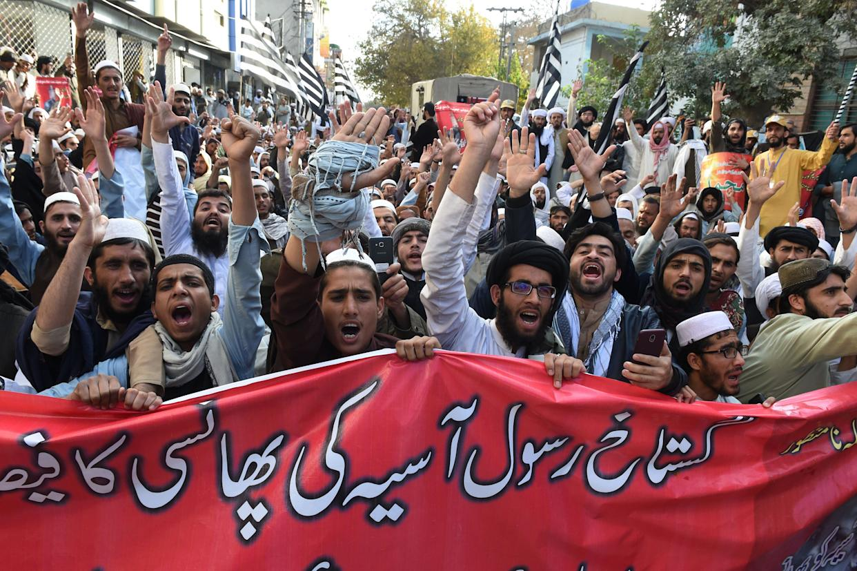 Pakistani supporters of Jamiat Ulema-e-Islam-Fazl, a hardline religious political party, protest following the Supreme Court decision to acquit Christian woman Asia Bibi, in Quetta on Nov. 1, 2018.