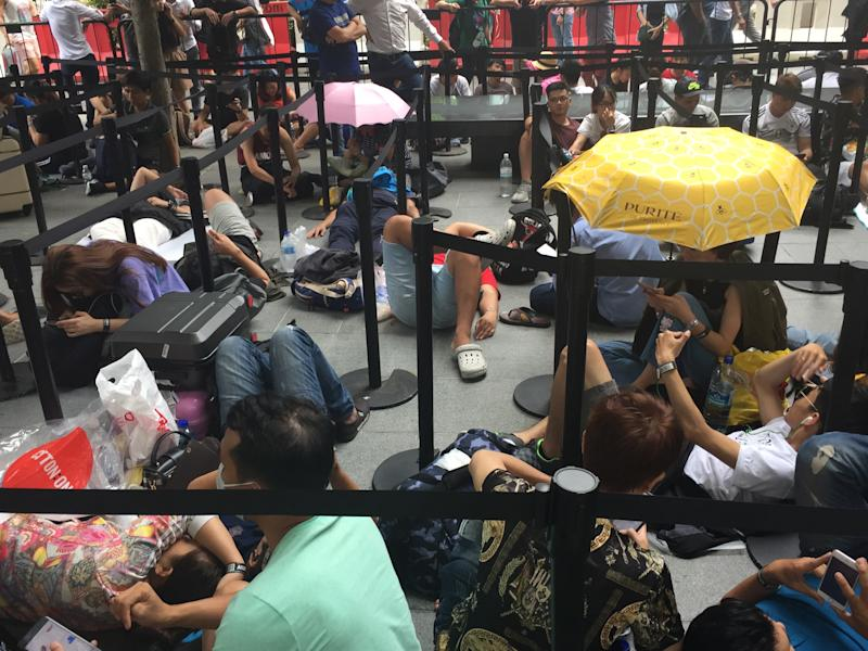 Undeterred by high prices, Apple fans in Singapore queue for iPhone XS, XS Max in Orchard Rd