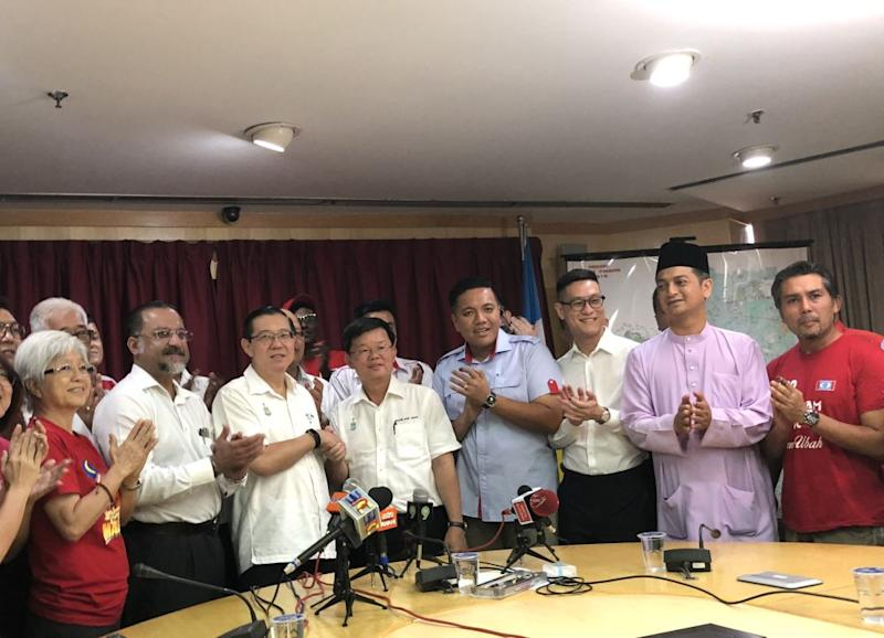 New Finance Minister Lim Guan Eng (third left) with the new Penang Chief Minister Chow Kon Yeow (fourth left). ― Picture by Opalyn Mok