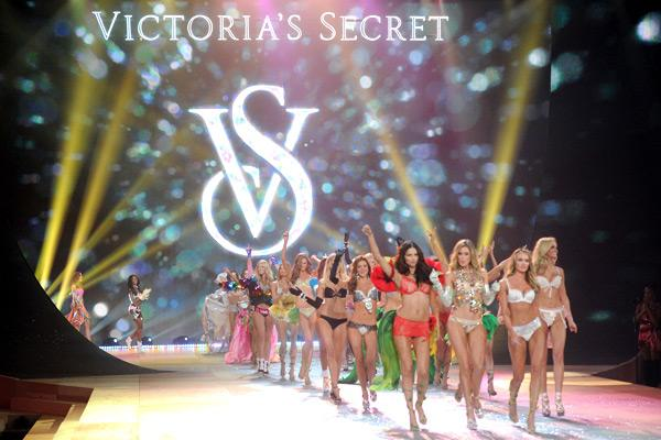 Victoria's Secret Angels walk the runway during the 2012 Victoria's Secret Fashion Show at the Lexington Avenue Armory on November 7, 2012 in New York City. (Photo by Jamie McCarthy/Getty Images)