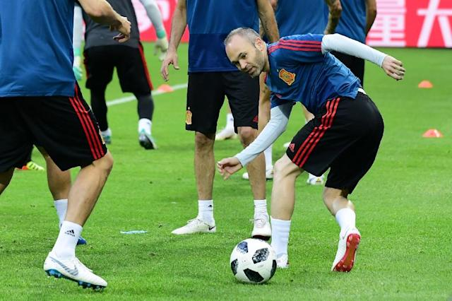 Spain's midfielder Andres Iniesta predicts victory over Iran (AFP Photo/Luis Acosta)