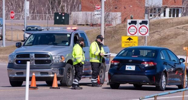 Public health officials at Confederation Bridge will be looking for declaration forms again. (Brian McInnis/CBC - image credit)