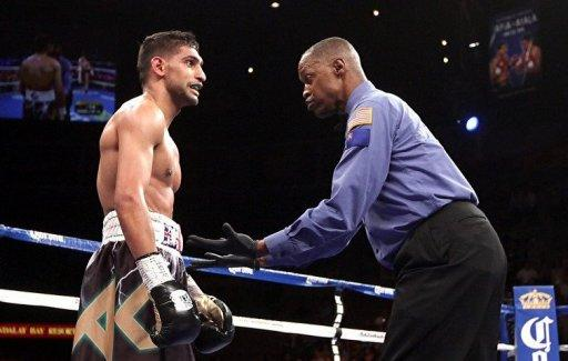 Referee Kenny Bayless gives Amir Khan a count after he was knocked down by Danny Garcia