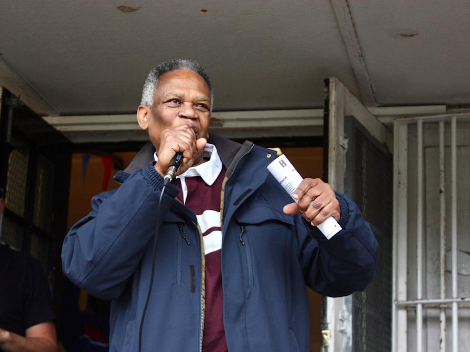 <p>Richard Taylor, the father of Damilola, speaks at Peckham Town</p>Avis Action Images