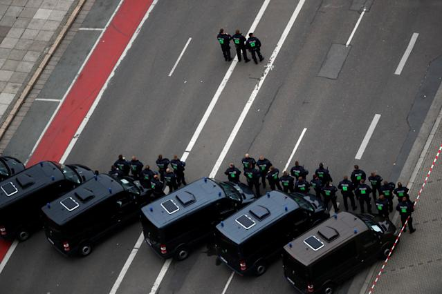 <p>Police stand guard during demonstrations following the killing of a German man in Chemnitz, Germany, Sept. 1, 2018. (Photo: Hannibal Hanschke/Reuters) </p>