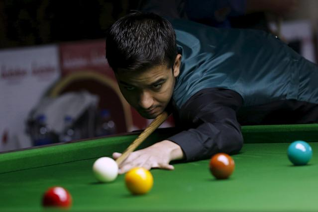 Pakistan's Mohammad Majid Ali plays a shot during his snooker match against Hong Kong's Fung Kwok Wai during the IBSF World 6 Red Snooker Championships in Karachi, Pakistan, August 8, 2015. REUTERS/Akhtar Soomro