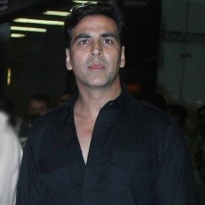 Akshay Kumar Apprehended By NYPD Cop!