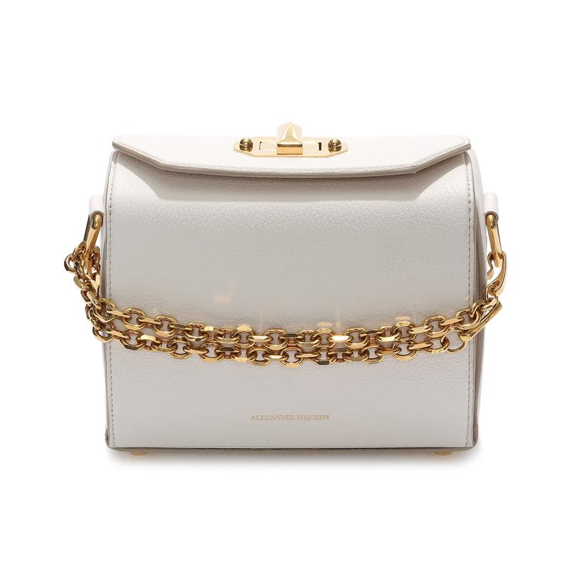 "<a rel=""nofollow"" href=""http://rstyle.me/n/cmemcxjduw"">Box Bag 19, Alexander McQueen, $1990</a><p>     <strong>Related Articles</strong>     <ul>         <li><a rel=""nofollow"" href=""http://thezoereport.com/fashion/style-tips/box-of-style-ways-to-wear-cape-trend/?utm_source=yahoo&utm_medium=syndication"">The Key Styling Piece Your Wardrobe Needs</a></li><li><a rel=""nofollow"" href=""http://thezoereport.com/entertainment/celebrities/jennifer-lopez-leather-outfit/?utm_source=yahoo&utm_medium=syndication"">Jennifer Lopez Proves That The Only Style Rules To Follow Are Your Own</a></li><li><a rel=""nofollow"" href=""http://thezoereport.com/beauty/makeup/urban-decay-naked-skin-shapeshifter-contouring-palette/?utm_source=yahoo&utm_medium=syndication"">Urban Decay Is Launching The Next Cult-Favorite Naked Palette And We Want It Badly</a></li>    </ul> </p>"