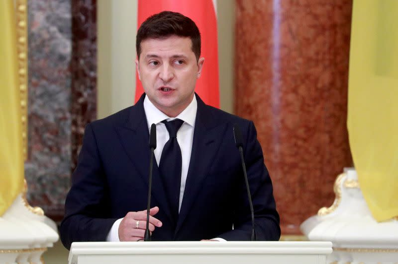 FILE PHOTO: Ukrainian President Volodymyr Zelenskiy meets with his Polish counterpart Andrzej Duda in Kyiv