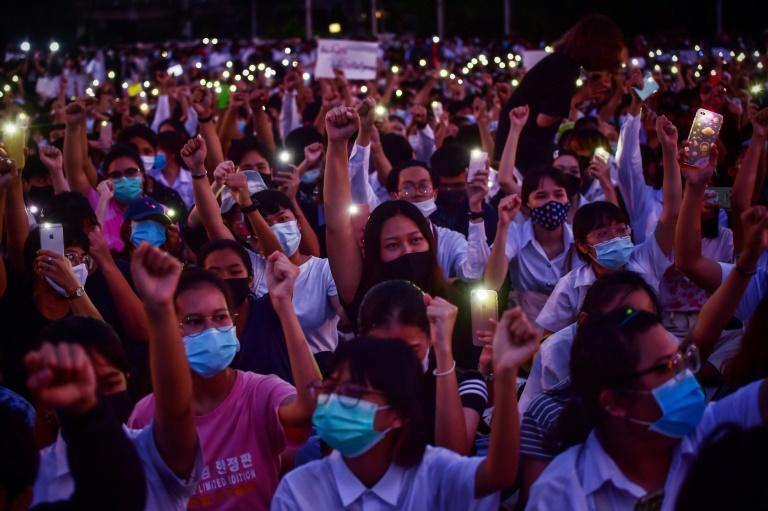 Thailand ups pressure on protesters with flurry of arrests