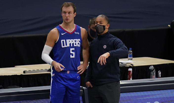 Clippers guard Luke Kennard confers with coach Tyronn Lue during a game against the Nuggets.