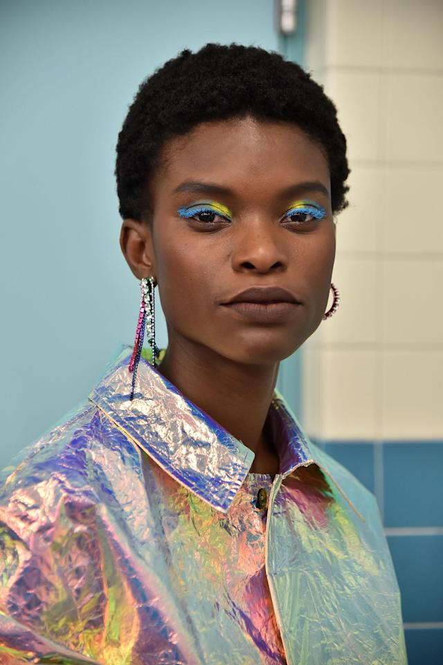 <p>A tapered 'fro keeps the focus on the interesting eye makeup. (Photo: Getty Images) </p>
