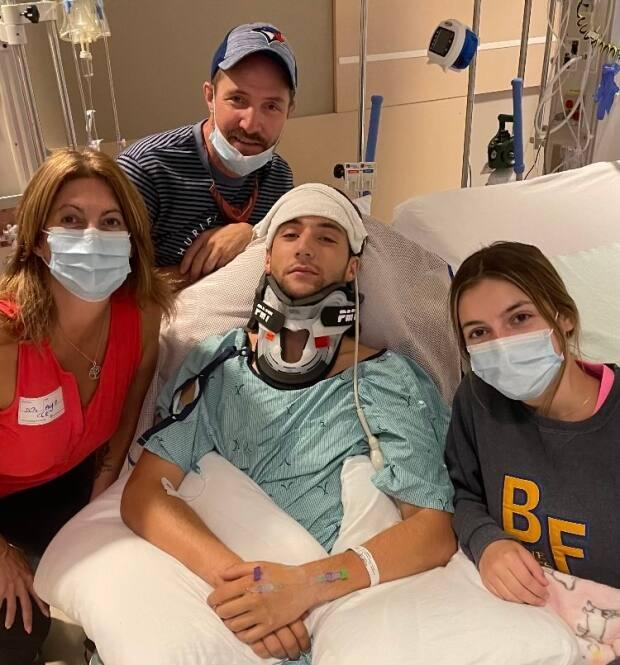 Braden Bidlock surrounded by his family in an Ontario hospital. (Shelly Bidlock - image credit)