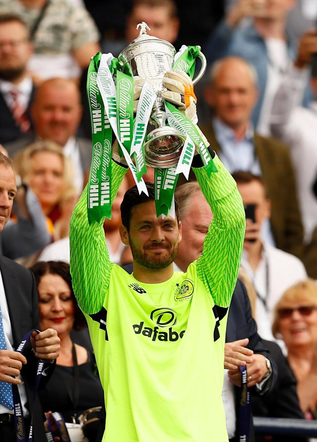 Soccer Football - Scottish Cup Final - Celtic vs Motherwell - Hampden Park, Glasgow, Britain - May 19, 2018 Celtic's Craig Gordon celebrates with the trophy after winning the Scottish Cup Action Images via Reuters/Jason Cairnduff