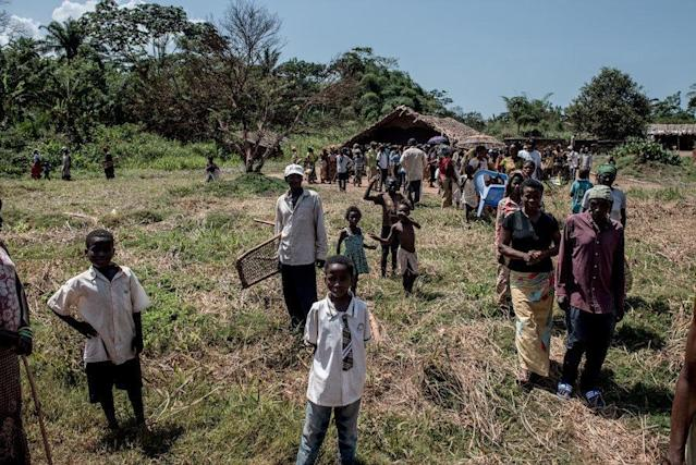 Residents of Uma leave a community center following a meeting with traveling doctors. (Neil Brandvold/DNDi)
