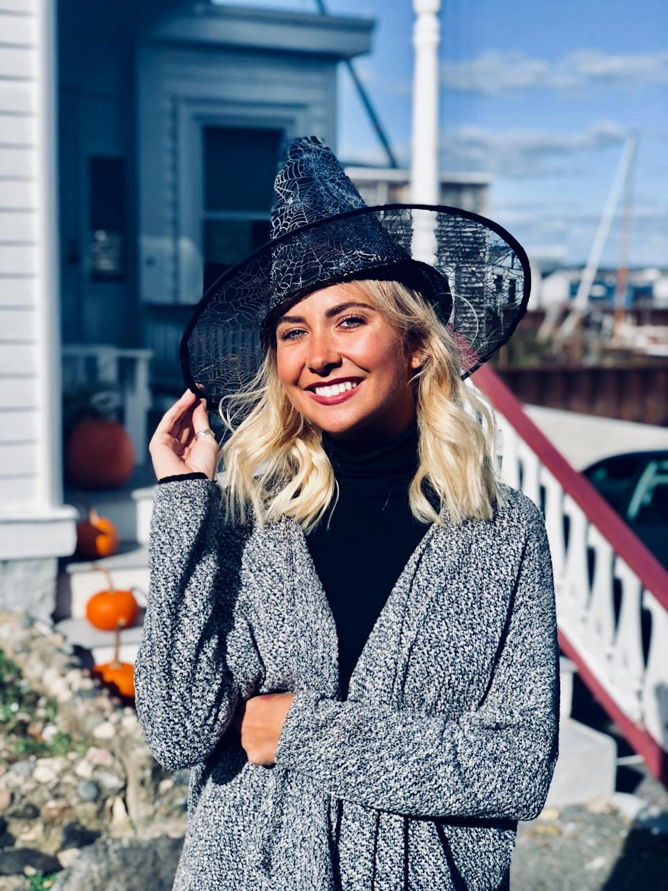 """<p>Don't pass up on the photo op! You will usually have to wait in line due to a crowd of people, and depending on how close you go to <a class=""""link rapid-noclick-resp"""" href=""""https://www.popsugar.co.uk/Halloween"""" rel=""""nofollow noopener"""" target=""""_blank"""" data-ylk=""""slk:Halloween"""">Halloween</a>, the busier it will be - but the picture is worth it. For me, I went at the beginning of the season, because I lived there and knew it wouldn't be too crowded. But even this year I still plan to go! </p>"""