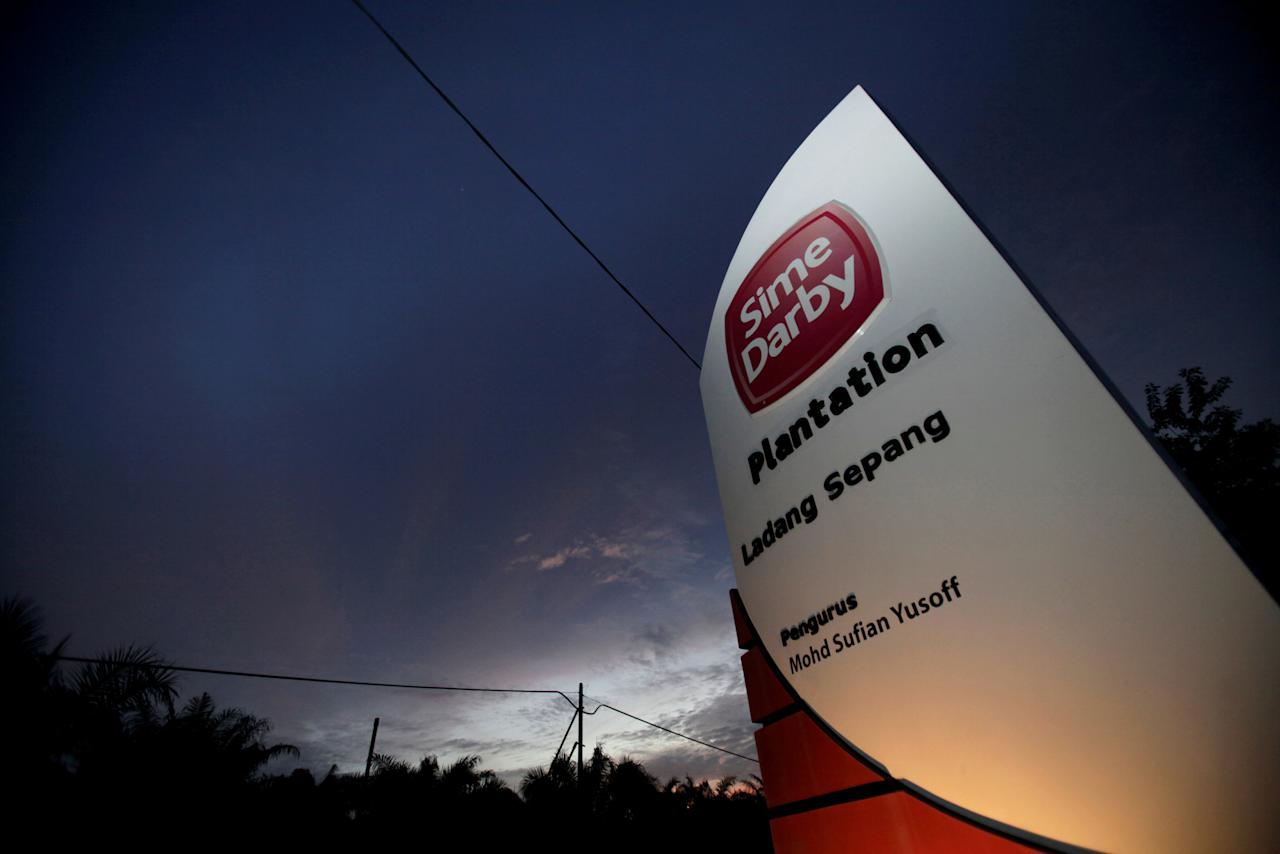 FILE PHOTO: A Sime Darby logo is on display at the entrance to its plantation in Sepang outside Kuala Lumpur August 5, 2010. REUTERS/Bazuki Muhammad/File Photo