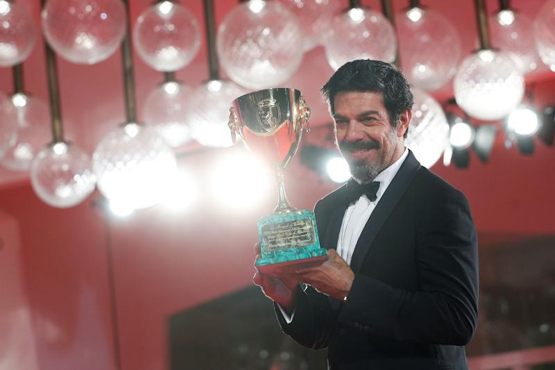 The 77th Venice Film Festival - Awards Ceremony - Venice, Italy, September 12, 2020 - Actor Pierfrancesco Favino poses after winning the Coppa Volpi for best actor. REUTERS/Guglielmo Mangiapane (Photo: Guglielmo Mangiapane / Reuters)