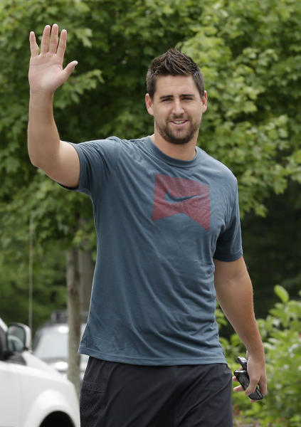 FILE - In this July 24, 2013 file photo, Baltimore Ravens tight end Dennis Pitta waves to the media as he reports to the team's practice facility in Owings Mills, Md. Pitta returned to the practice field Wednesday, Nov. 20, 2013, nearly four months after undergoing surgery to repair a fractured and dislocated hip. (AP Photo/Patrick Semansky, File)