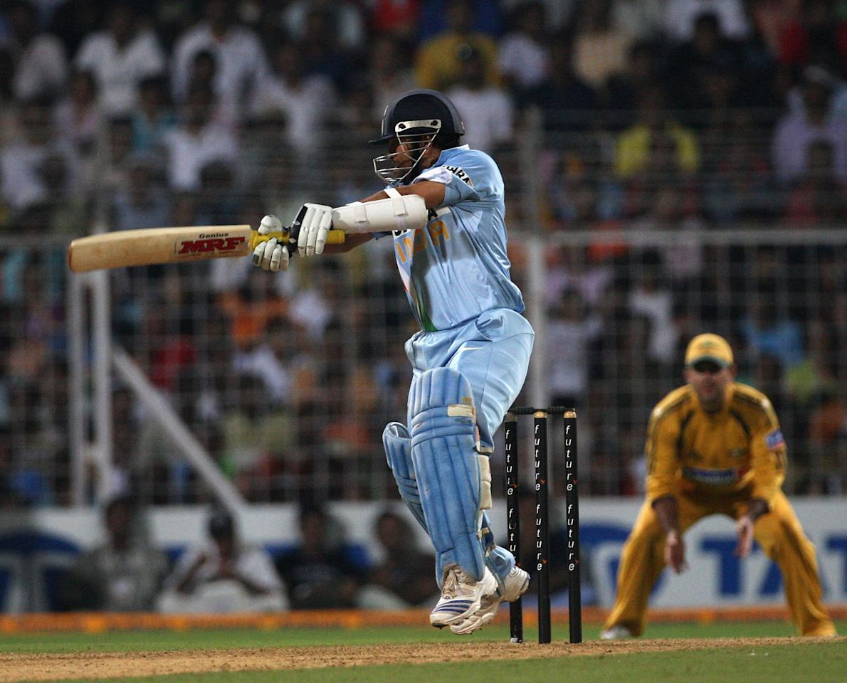 MUMBAI (BOMBAY), INDIA - OCTOBER 17:  Sachin Tendulkar of India cuts during the seventh one day international match between India and Australia at Wankhede Stadium on October 17, 2007 in Mumbai, India.  (Photo by Hamish Blair/Getty Images)