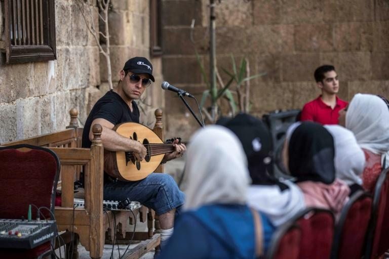 Egypt singer adds modern touch to Islamic chanting