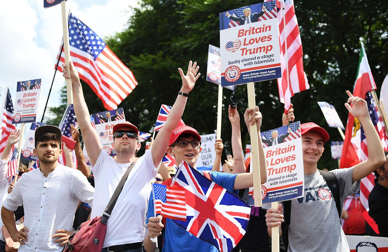 <p>People demonstrate outside the U.S. Embassy in London in support of President Trump's visit to the U.K., July 14, 2018. (Photo: Andy Rain/EPA-EFE/REX/Shutterstock) </p>