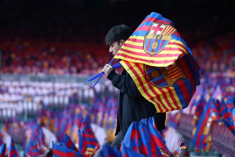More chaos at Barcelona as six directors quit